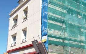 Déjà une centaine de bâtiments rénovés.  Mis en œuvre par la mairie depuis 2014, le Plan Façades est une aide de 20% aux travaux de rénovation des façades d'immeuble en centre-ville (montant des travaux plafonné à 10 000€).