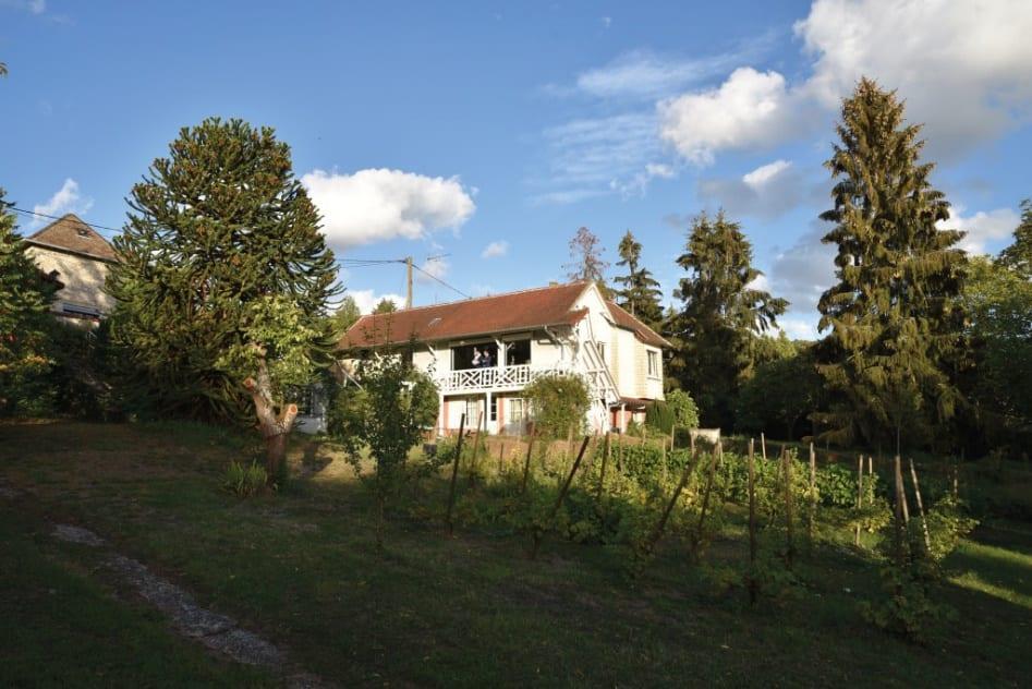 Deuxième lieu historique de l'impressionnisme après Giverny, l'ancienne maison du célèbre peintre est actuellement en vente.